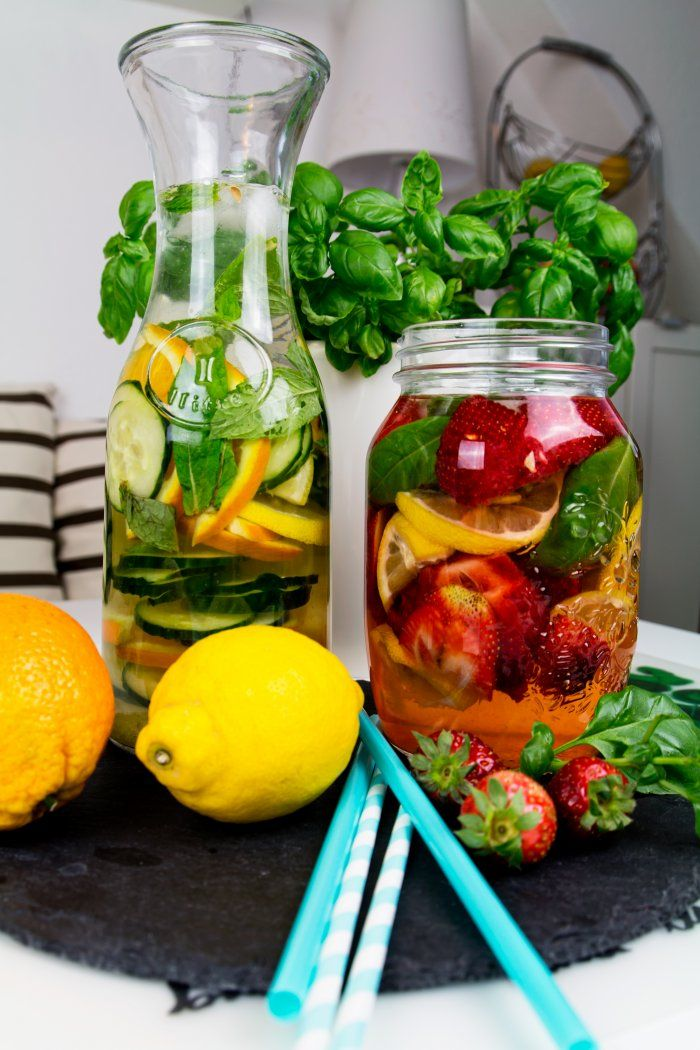 Strawberry, lemon and basil infused water recipe. Orange, lemon, cucumber and mint infused water recipe. More details at http://www.kleidermaedchen.de
