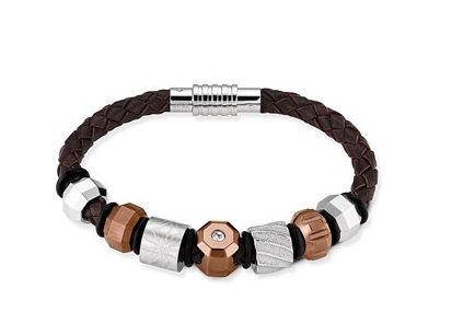 Go from a classic leather look to a unique. Style your personal bracelet. It is all in the details