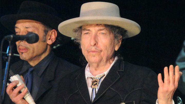 Bob Dylan est finalement allé chercher son prix Nobel de littérature - France 24