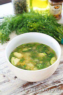 Гороховый суп с брокколи, цукини и специями