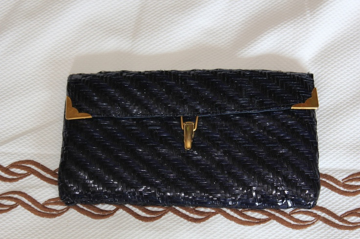 Evening raffia pochette with Gold plated finishes