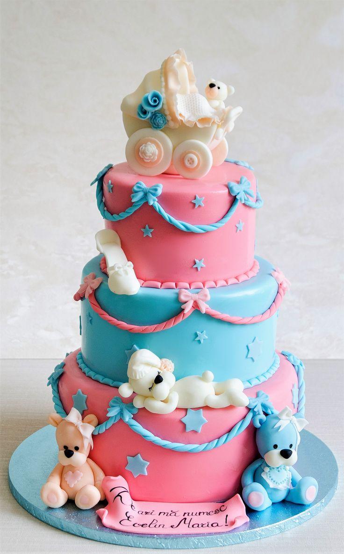 Un tort de botez vesel colorat si pentru care am realizat o trupa intreaga de ursuleti in nuante de roz si bleu, gata pregatiti sa indulceasca toti invitatii petrecerii.  Culorile si detaliile pot fi personalizate in functie de preferintele tale.