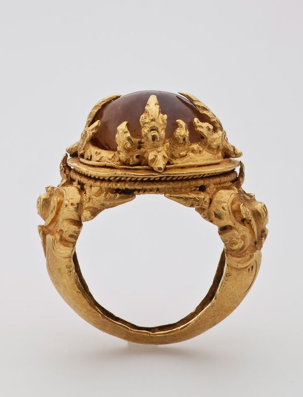 Java, Indonesia - ring, gold from the 9th century.