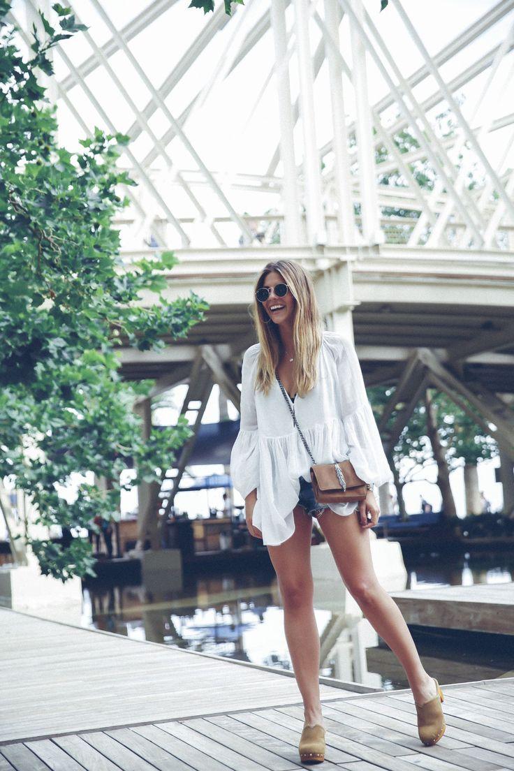outfit look primavera spring street style trendy taste inspiration dress vestido casual blusa blouse shorts vaqueros jeans denim zuecos clogs UGG australia zara rayban barcelona_22