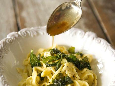 Pasta med smörfriterad salvia | Recept.nu