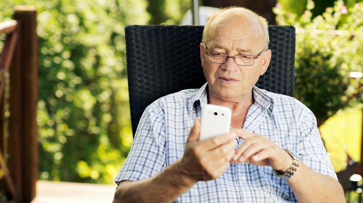 Tarieven voor bellen en internetten buiten de EU zijn nog steeds torenhoog, zo constateert de Consumentenbond.