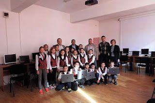 Bacăul economic: Școala din Căiuți a câștigat 15 laptopuri la Concu...