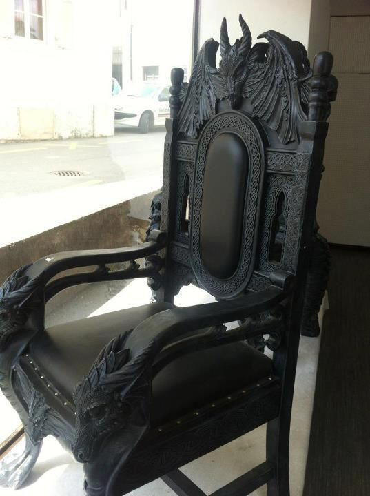 Another lovely European throne, this I would use at the end of dining table.