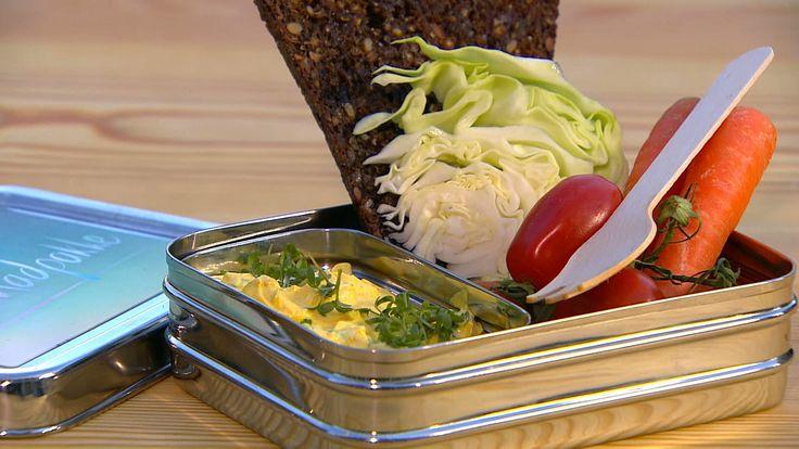 Æggesalat med sprøde rugbrødschips