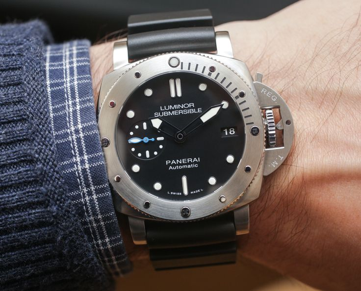 Hands-On with the latest Panerai Luminor Submersible 1950 3-Days Power Reserve Acciaio & Oro Rosso both in 42mm cases. James Stacey tells you all you need to know about the new addition to the Panerai family...  Read our article: http://www.ablogtowatch.com/panerai-luminor-submersible-1950-3-days-automatic-acciaio-pam-682-pam-684-oro-rosso-42mm-watches/ #ablogtowatch
