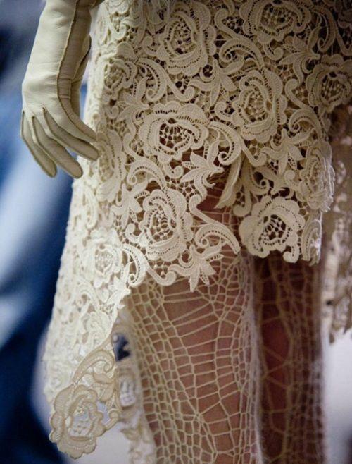 Lace detail: