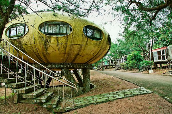 Surreal Photos Of Taiwan S Abandoned Ufo Style Homes