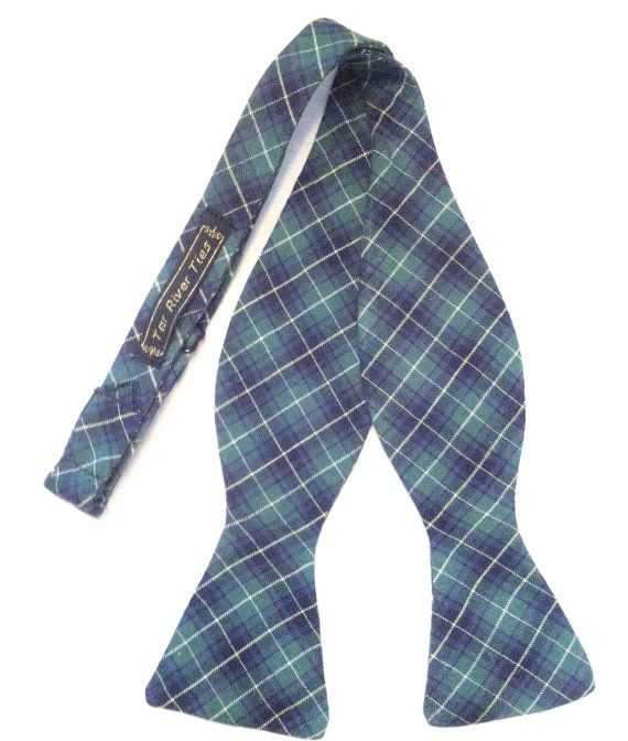 Hand-crafted from sturdy 100% cotton tartan, this Black Watch plaid bow tie is sure to make an impression at your next dinner party. *Adjustable