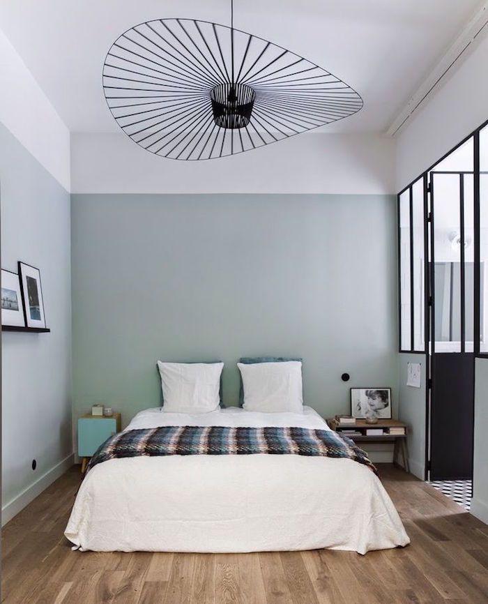 Loft Avec Chambre Adulte à La Décoration Simple Et Moderne, Peinture Murale  Gris Vert,