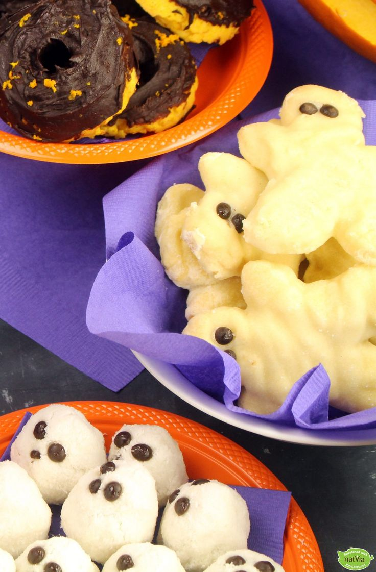 It's #Halloween and we're serving up these spooktastic mummy #cookies! Full recipe:https://www.natvia.com/mummy-cookies/