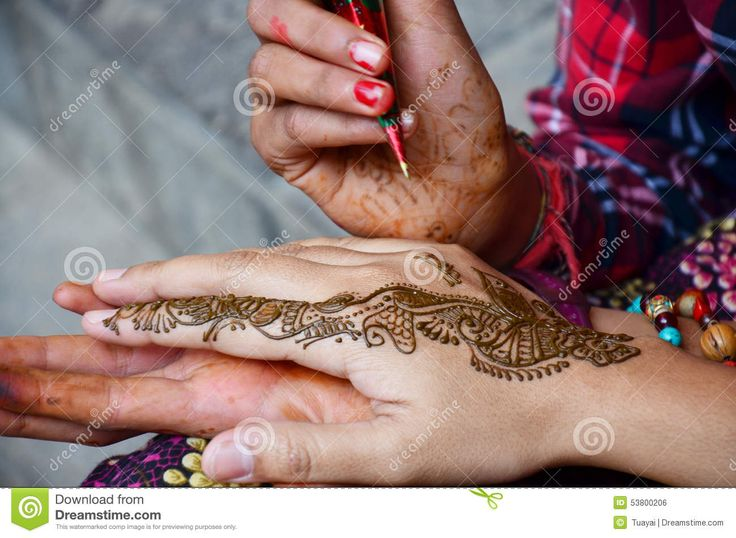 https://thumbs.dreamstime.com/z/pittura-nepalese-mehndi-della-ragazza-o-stile-dell-india-del-henn-per-il-viaggiatore-tailandese-53800206.jpg