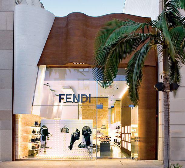 Магазин Fendi в Беверли-Хиллз, 2007. Деревянная волна  на фасаде перекочевала сюда из флагманского бутика марки в Риме, арх. Питер Марино