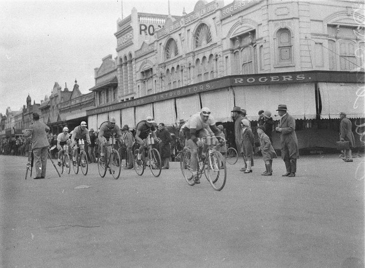 Auburn Street (cnr Montague Street)  Goulburn, NSW c.1930