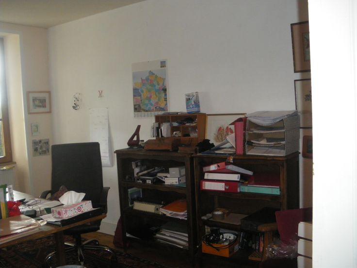 le bureau ou chambre en rez de chaussée d'une surface de 21m2..