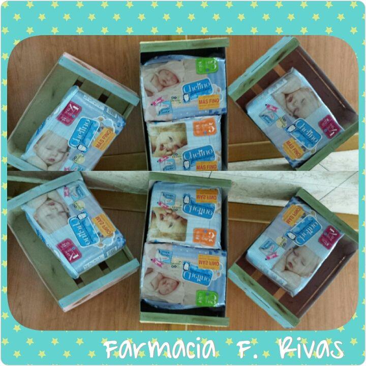 #Expositor con materiales reciclados. #Promoción pañales Chelino. #Farmacia F. Rivas