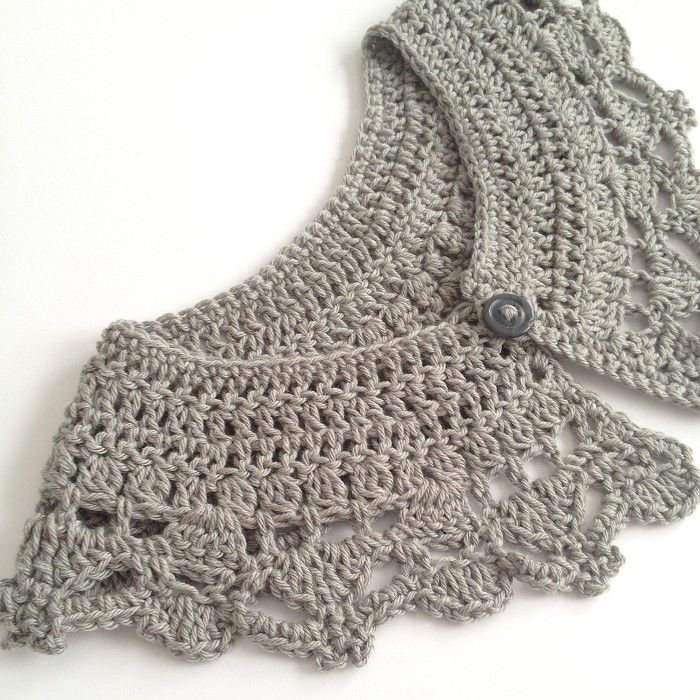 Hand crocheted collar/ peter pan collar -Silver grey- Vintage - Boho -FREE POST