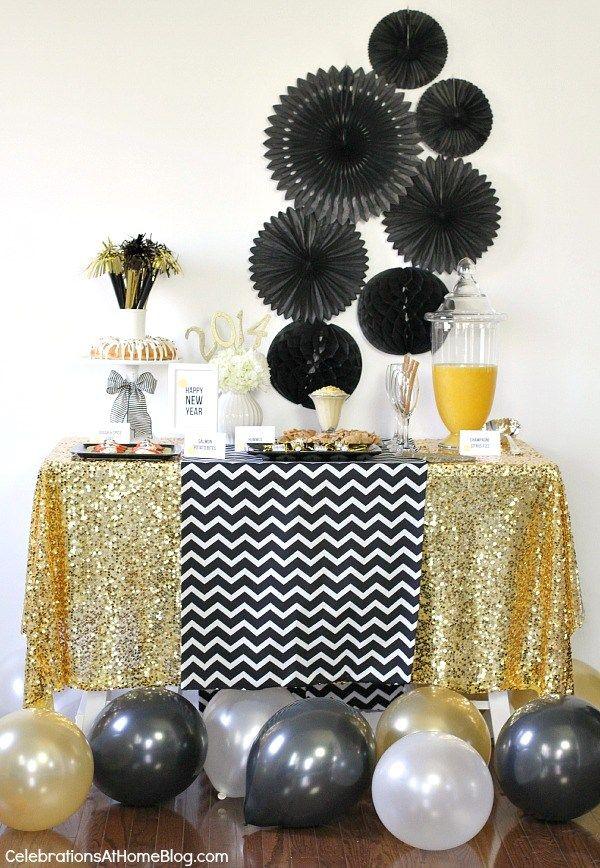 ouro do glam véspera de ano novo mesa comida de festa                                                                                                                                                                                 Mais