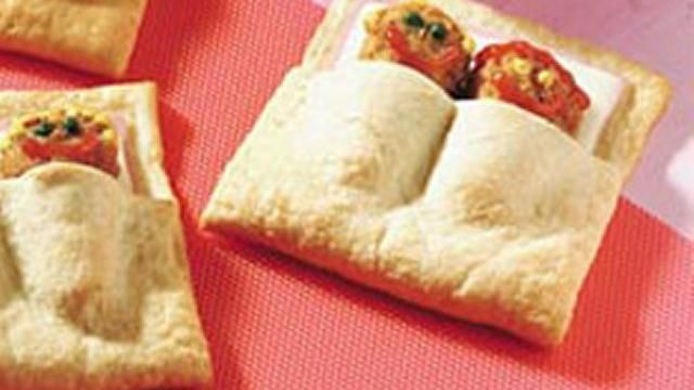 Chicken in a Sleeping Bag for Slumber Sleepover Parties ~ instead of chicken you can do cheese sticks or baked zucchini sticks, etc. ~ cute idea!Chicken Nuggets, Bags Recipe, Fun Food, Sleep Bags, Sleeping Bags, Chicken Patti, Sleepover Parties, Kids Food, Recipe Chicken