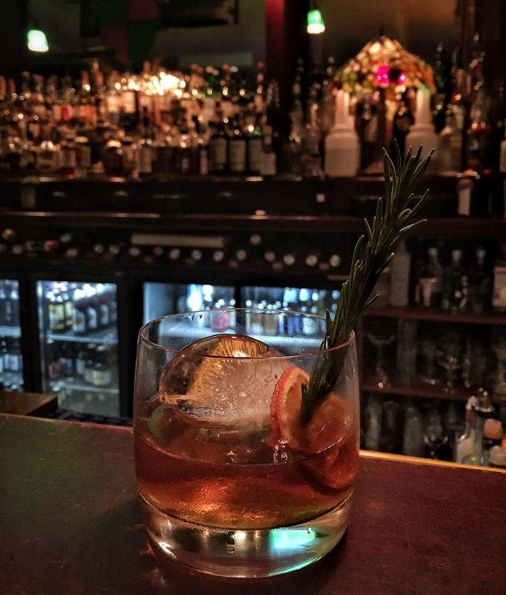 Harika bira viski ve ev yapımı likörler tattığımız TUBIKOK tadımının üstüne çok eski dostlarımla mükemmel bir kapanış: 24 gün fıçıda beklemiş Manhattan! @thenorthshieldgoztepe #cocktails