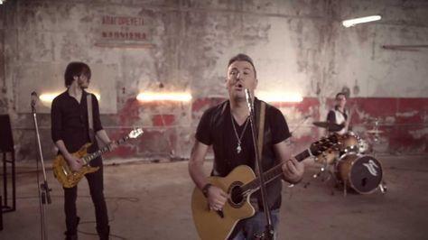 ANTONIS REMOS (FEAT. MANOS PIROVOLAKIS) - MPORI NA VGO | OFFICIAL Music Video Clip [NEW] (+LYRICS)
