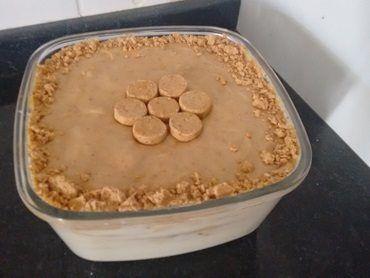 A Receita de Pavê de Paçoca é deliciosa e fácil de fazer. Ela feita com camadas de biscoito, creme de baunilha e creme de paçoca e fica simplesmente irresi