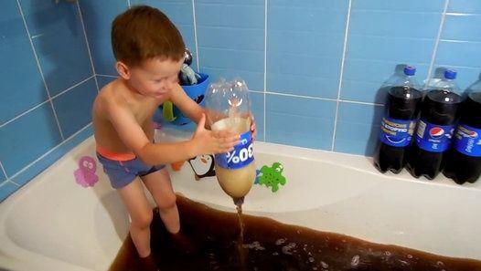 Coca cola challenge _ Полная ванна Пепси колы Всем привет и добро пожаловать, на…