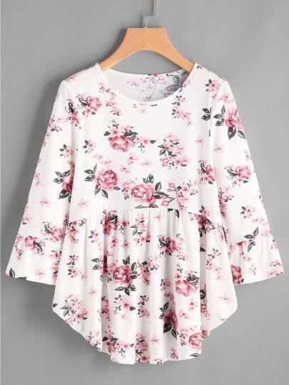 Camiseta con estampado de rosa y bajo redondeado