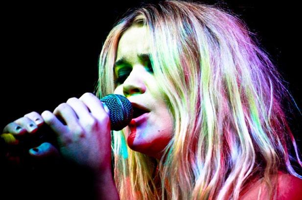 PRESS PLAY▶ Ellie Goulding