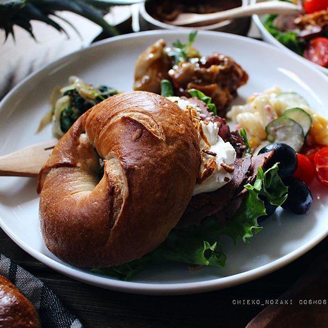 * * brunch♡* * いつかの手作りベーグルサンド。 * 6月に入り、経営するお弁当屋さんが非常に忙しくなり、全く写真が撮れない状況。 * でも頑張ります! 今日から又 目標に向かって、頑張ります!! * #brunch#bagel#ベーグル #暮らし#おうちごはん#ワンプレート#food#cooking#onmytable#onthetable#foodphoto#foodpics#foodart#eat#handmade#homemade#homecook#canon#yummy#yum#instapic#instafood#vscocam#vsco#vsco_food#vscofood#delicious#LIN_stagrammer#delimia#デリミア