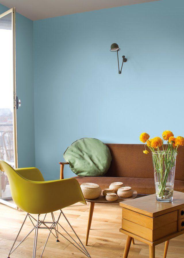 Bleu ciel et style rétro pour ce coin salon.