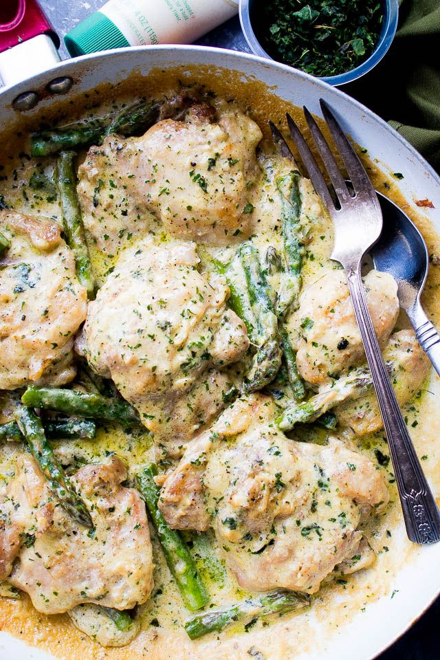 Creamy Garlic Basil Chicken with Asparagus - This delicious and cream-less Creamy Garlic Basil Chicken is prepared in a skillet with a flavorful garlicky basil sauce and asparagus spears.