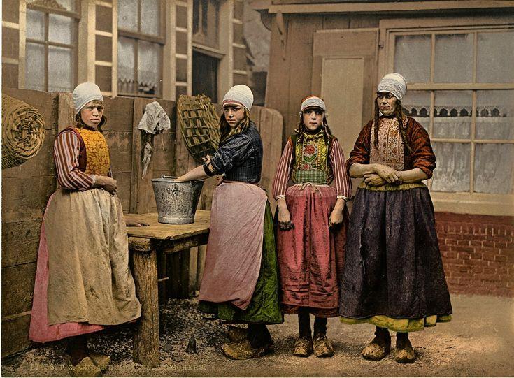 Marken oudere meisjes aan het werk
