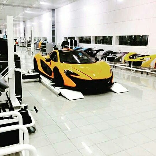 Mclaren p1,thats awesome room :3