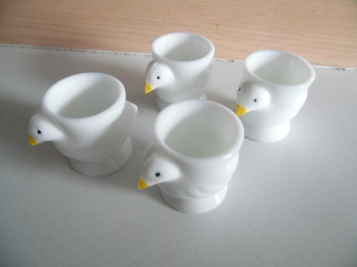 4-Vintage-Opalex-Milk-Glass-Chick-Chicken-Figural-Egg-Cups-Made-In-France