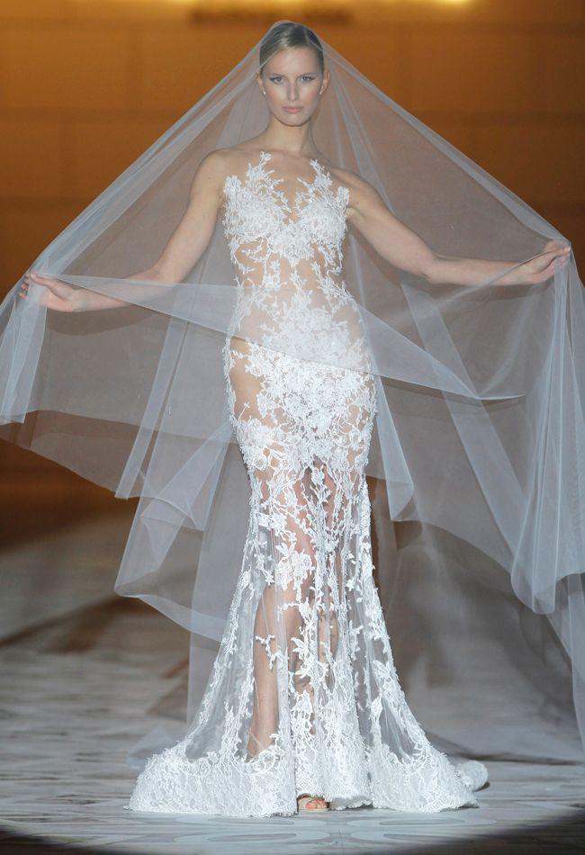Pronovias Spring 2015 - vestido de noiva com transparência
