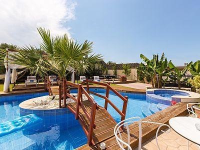 Rethymno villa rental - Great pool design with wooden bridge!