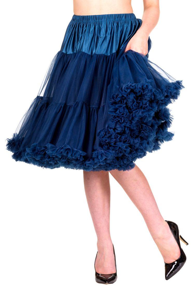 """Banned Navy Spodnička k šatům 23"""" Spodnička ve stylu 50. let. Krásná šifónová spodnička k šatům s kolovou sukní, příjemná a velmi měkká, dokonale pozvedne výraz šatů, bohatý objem, 2 vrstvy a spodní sukně, 100% polyester, krásná modrá barva. Vhodná pro kratší typy šatů. Délka cca 56 cm, lze upravit délku na cca 51 cm."""