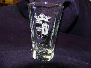 Többféle üvegfelület gravírozásét vállaljuk.  http://xferhu.blogspot.hu/