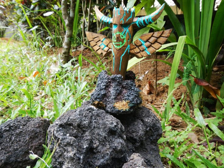 World of Warcraft custom character model or figurine\wooden shaman magic totem glowing in the dark by wow motifs in tribal style