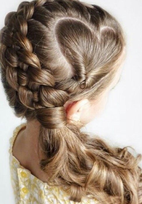 Beautiful side swept heart shaped ponytail hairstyle for kids @featureaccount_