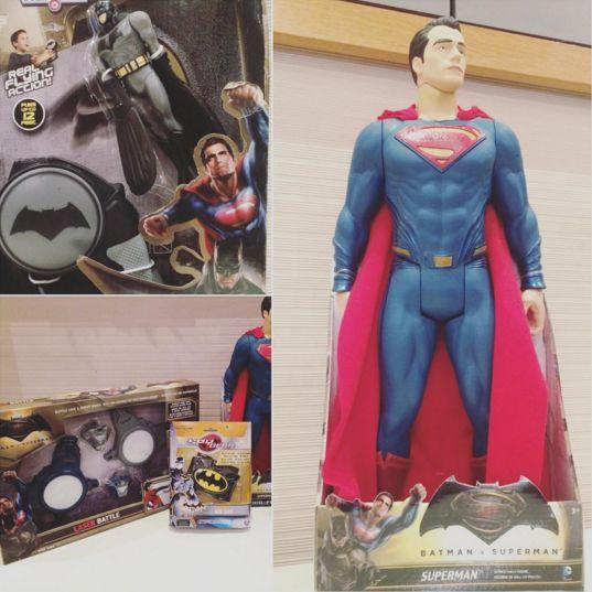 Batman VS Superman : quel camp choisirez vous ? Découvrez dans le mag d'@avisdemamans une sélection de produits qui vous aideront dans votre choix ! Merci à l'agence @laurentguyot :)