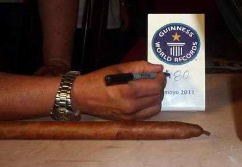 Este es el certificado Guinness que avaló a un tabaco cubano como el mayor torcido en el planeta.