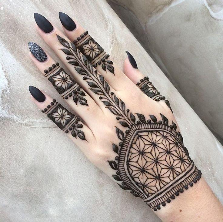 henna-tattoo-selber-machen-tribal-schwarz-hand-extravagant