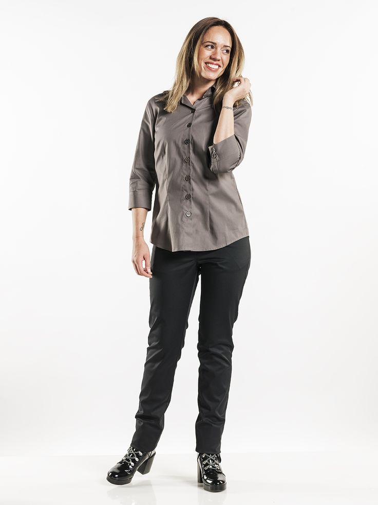 #621 Women Stone Stretch - This women's shirt is tailored and boasts a stylish design. The stretch fabric, which can also be industrially cleaned, makes the shirt extremely comfortable and is ideal for serving staff. The thin fabric, big buttons and light brown color are what make the Stone Stretch special.