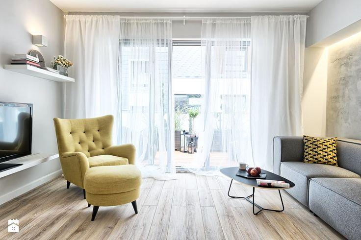 MIESZKANIE POKAZOWE NA OŁTASZYNIE - Średni salon z tarasem / balkonem, styl skandynawski - zdjęcie od Partner Design